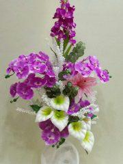 seramik vazoda lila yapay orkide ve gala
