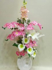 seramik vazoda pembe yapay orkide ve gala