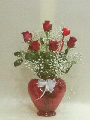 kalp cam vazoda 5 gül aranjmanı