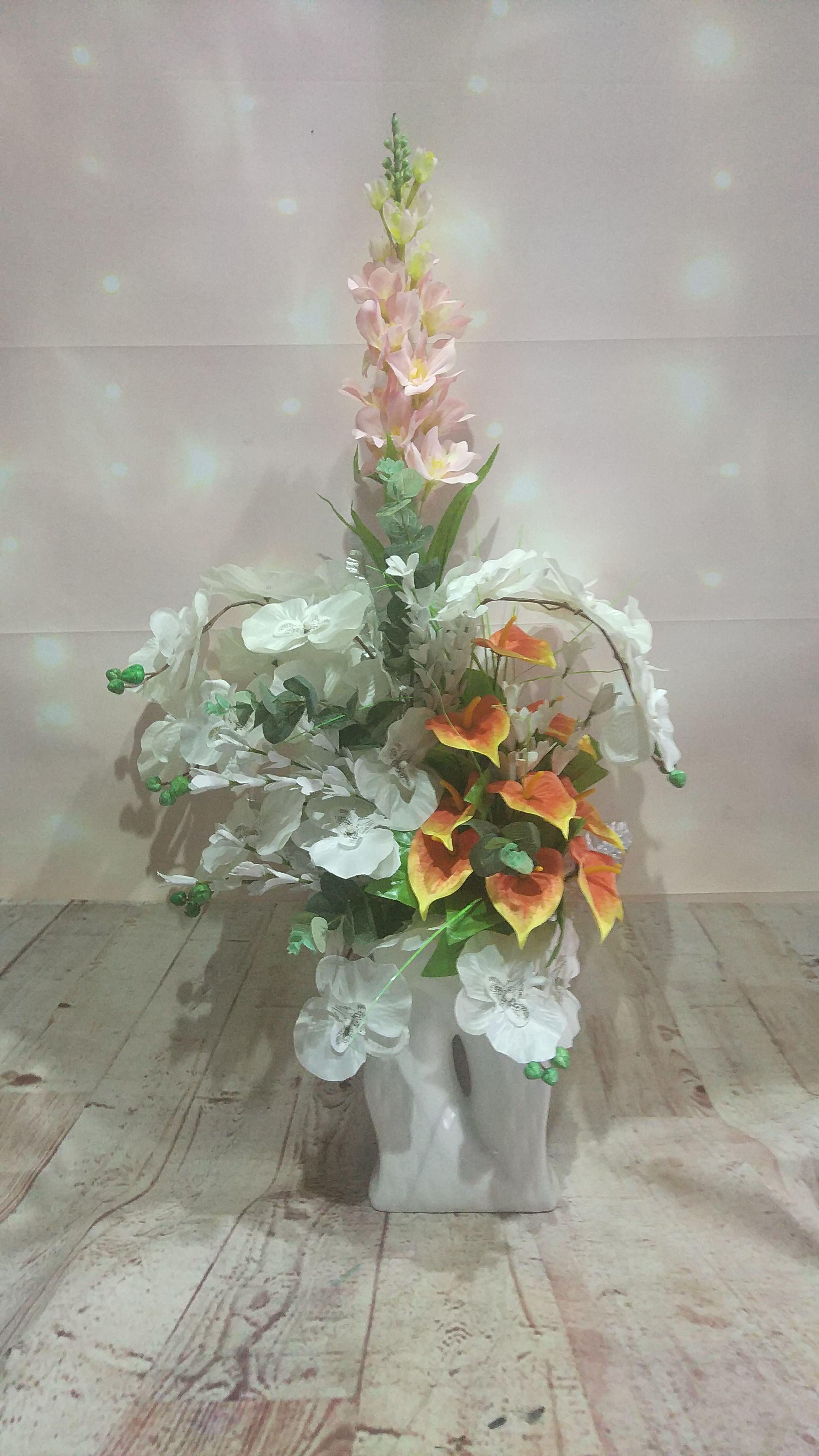 seramik vazoda orkide ve gala