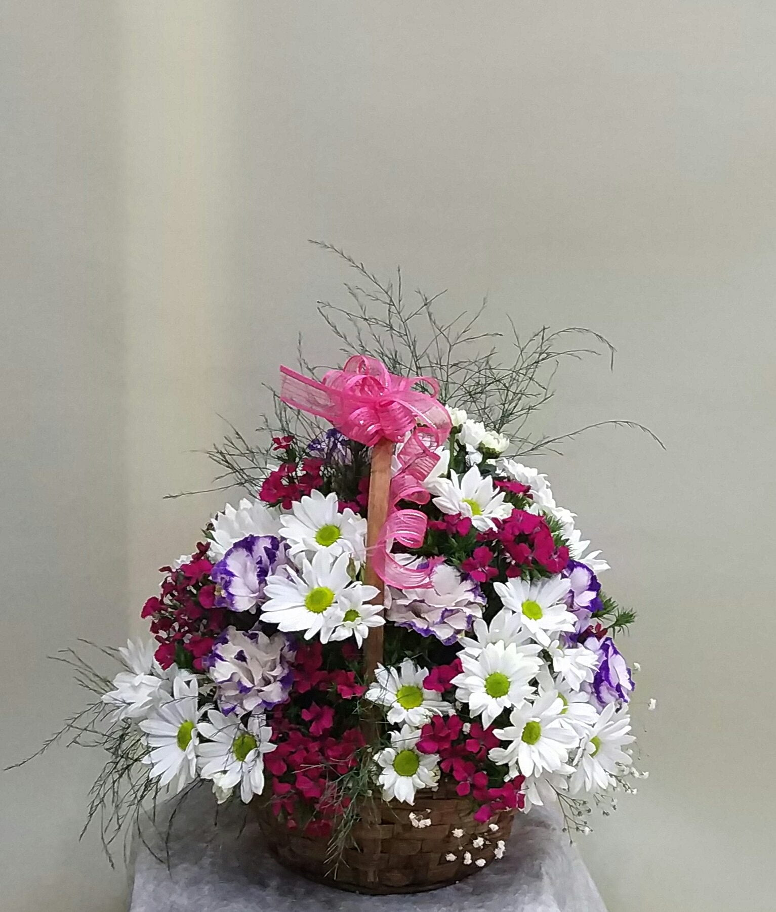 sepette renkli mevsim çiçekleri
