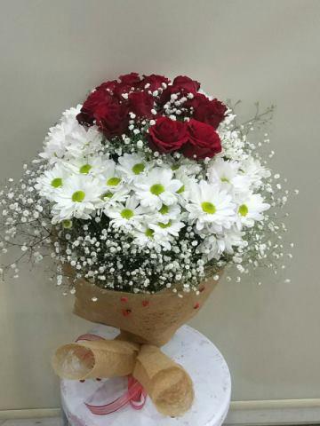 Isparta çiçekçi gül ve papatya buketi