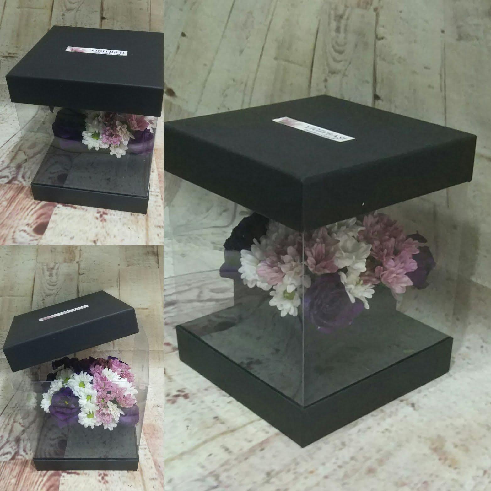 şeffaf kutuda renkli mevsim çiçekleri